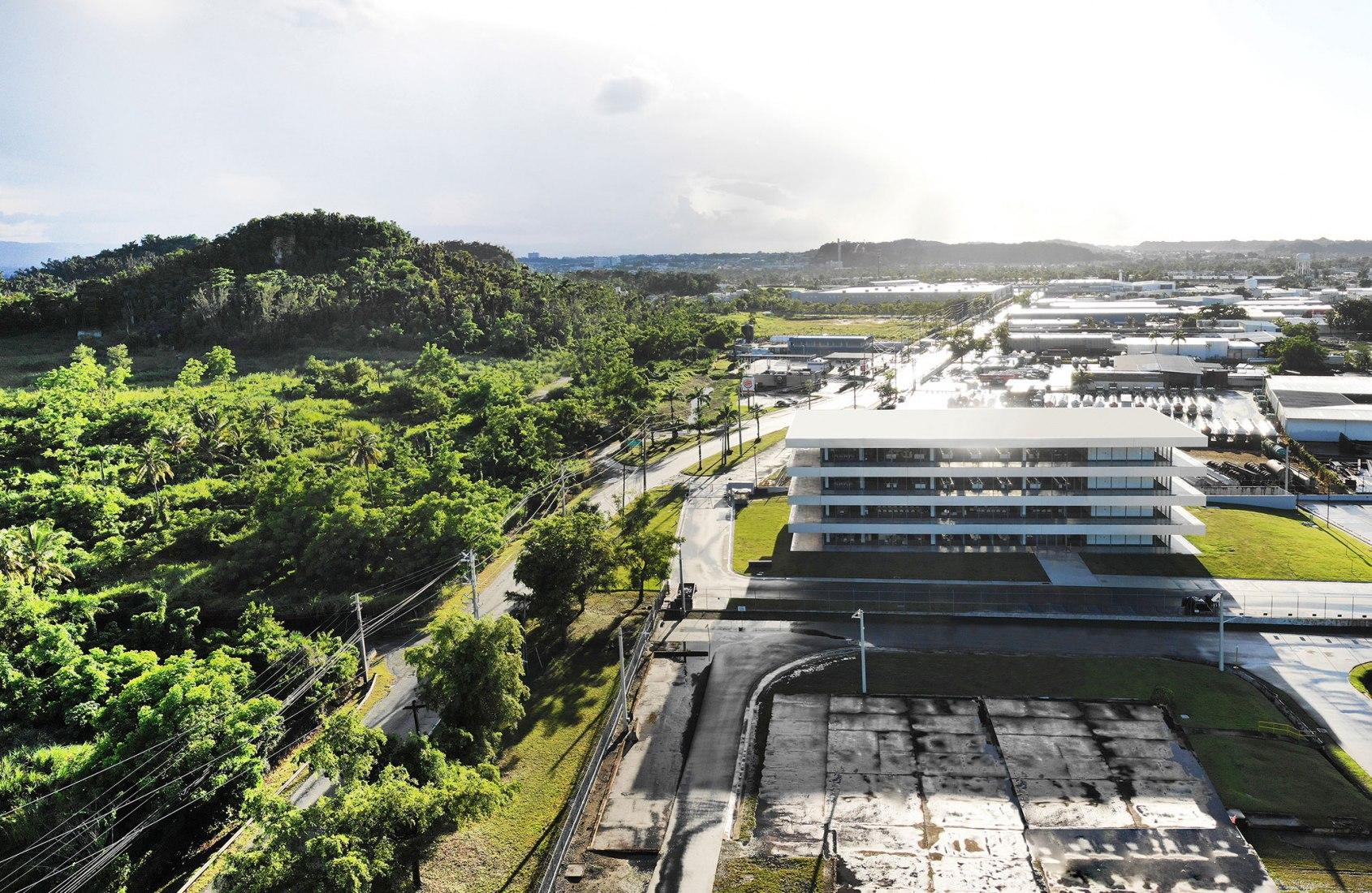 Puma Energy America Regional Headquarters by Ruiz Pardo – Nebreda. Photograph by Jesús Granada