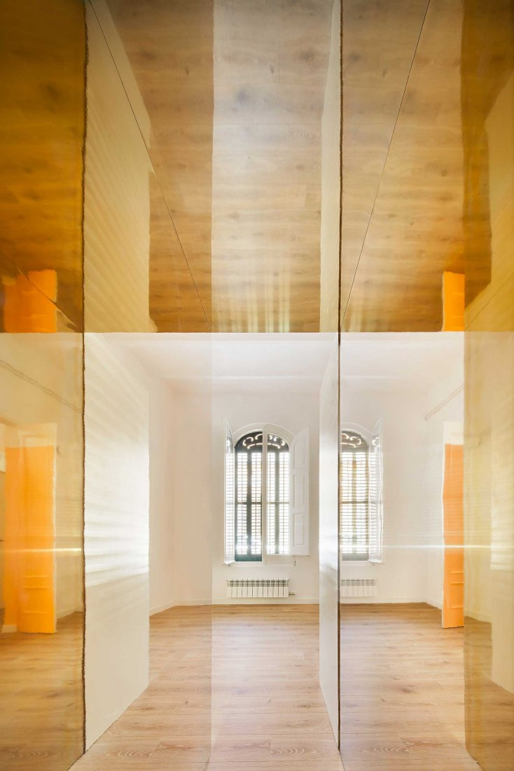 The magic box apartment por Raúl Sánchez Architects. Fotografía por José Hevia