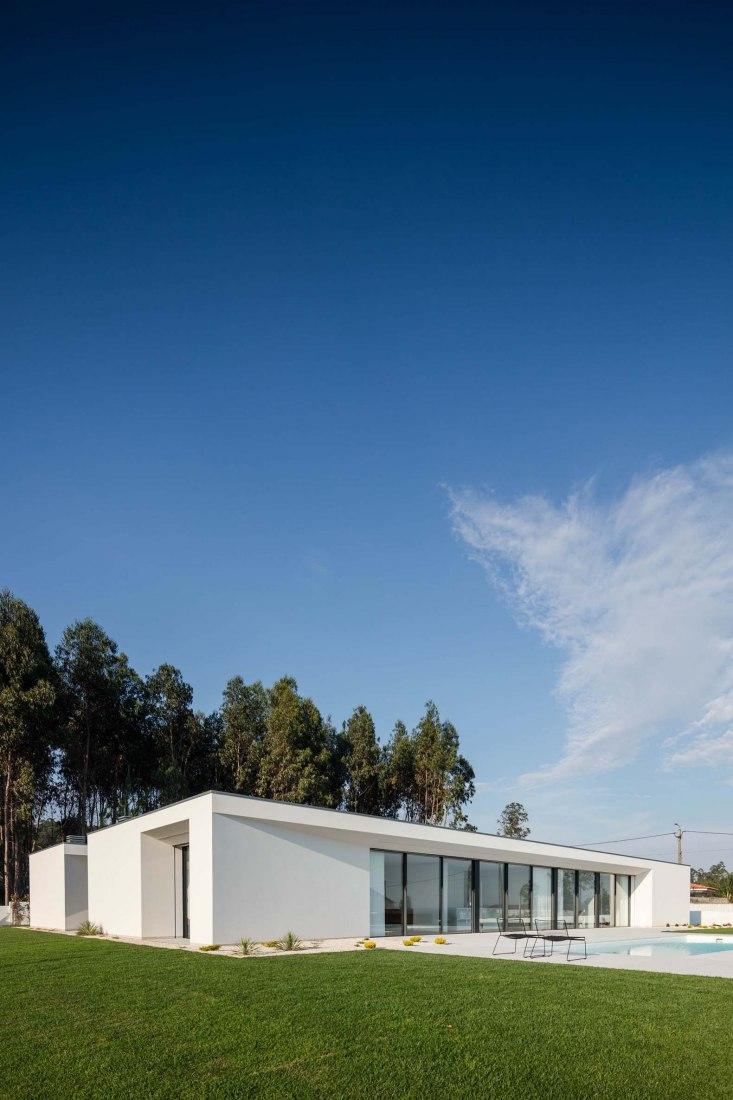 Rio Mau 2 House by Raulino Silva. Photograph by João Morgado