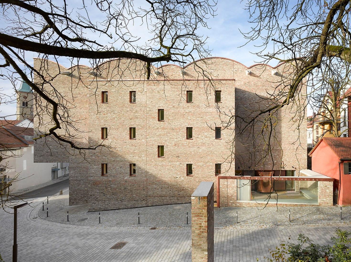 Vista exterior. Museo de Arte en Ravenbsurg por Lederer, Ragnarsdóttir y Oei. Fotografía © Roland Halbe.