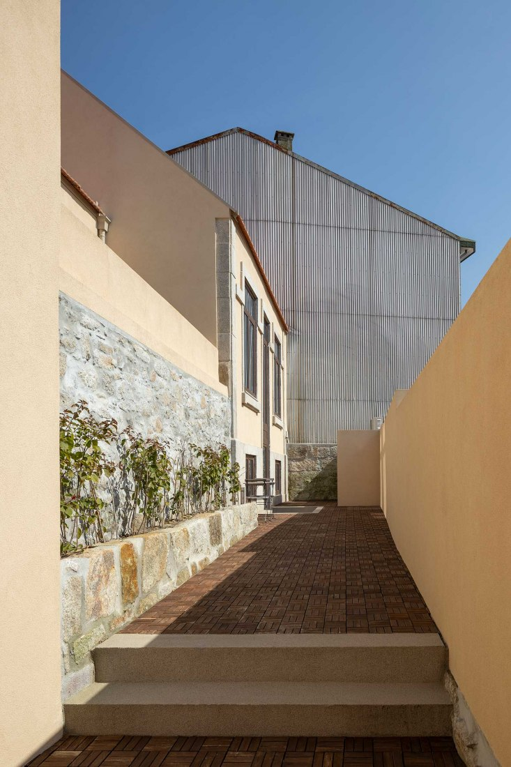 Casa do Campo Lindo by Ren Ito. Photograph by Ivo Tavares Studio