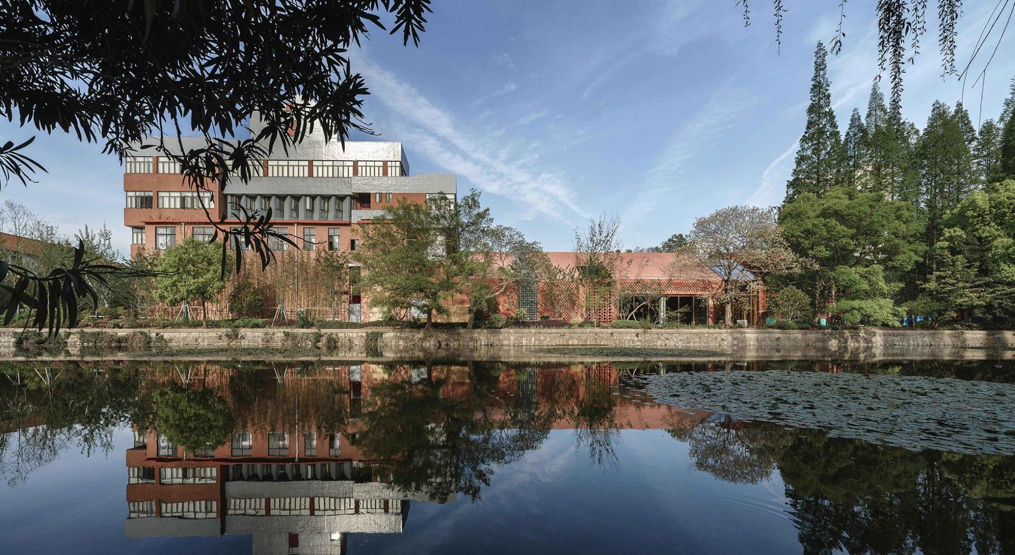 Liva Riverside Book Bar por Lacime Architects. Fotografía por Qianxi Zhang.