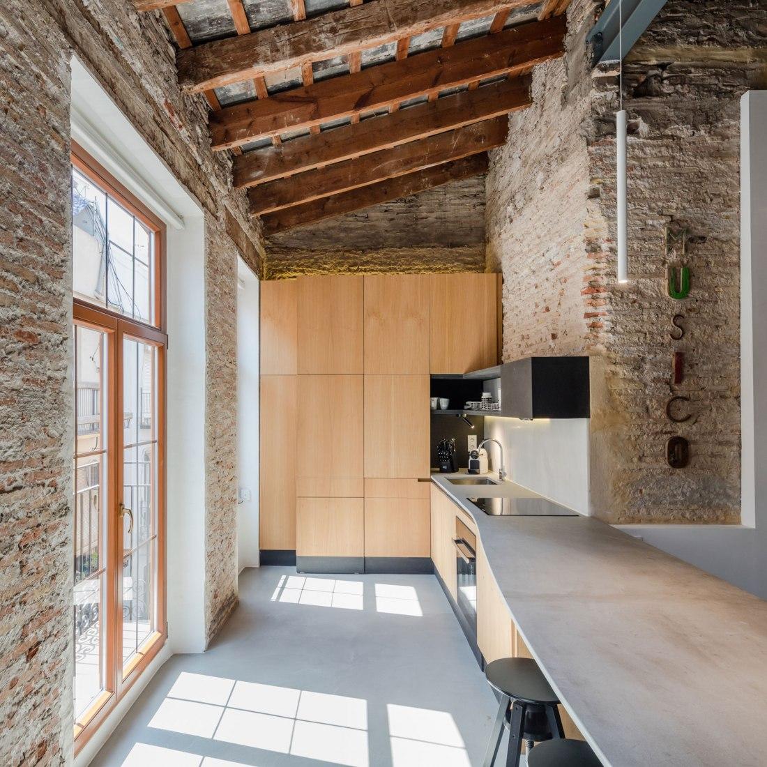 Kitchen. Apartment Musico Iturbi by Roberto di Donato Architecture. Photograph © Joao Morgado