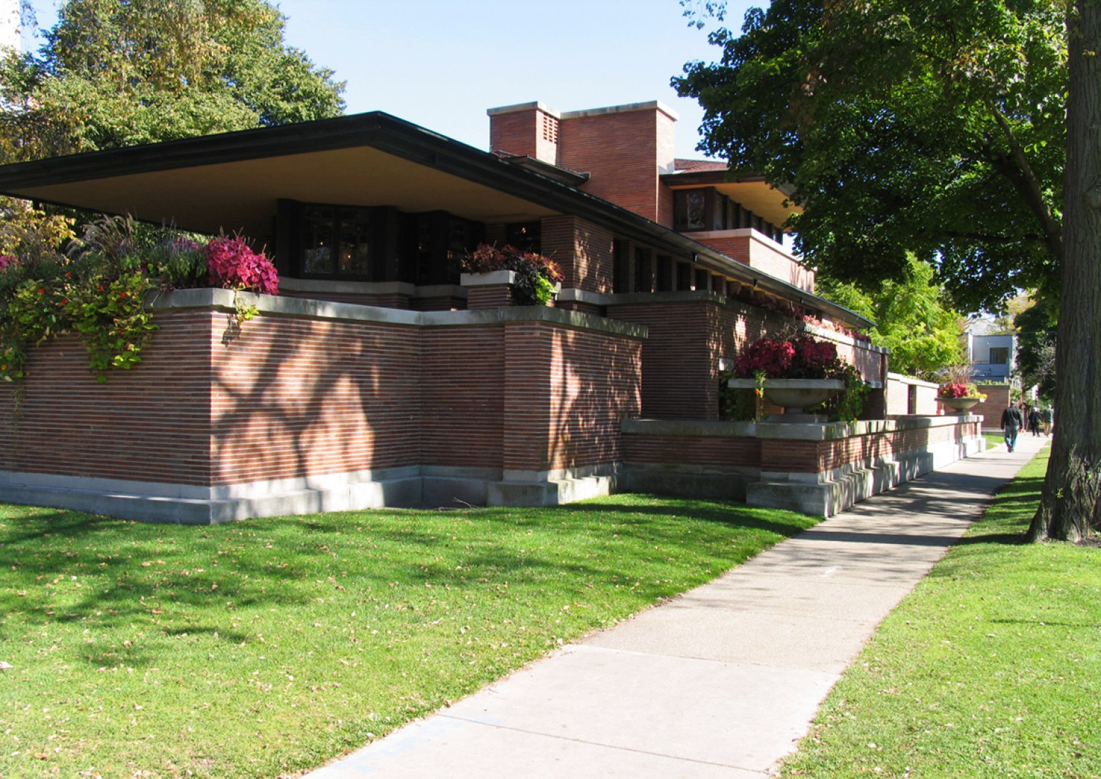 Exterior view. The best example of the Prairie Houses, the Robie House, 1908-1910. Photography © José Juan Barba.