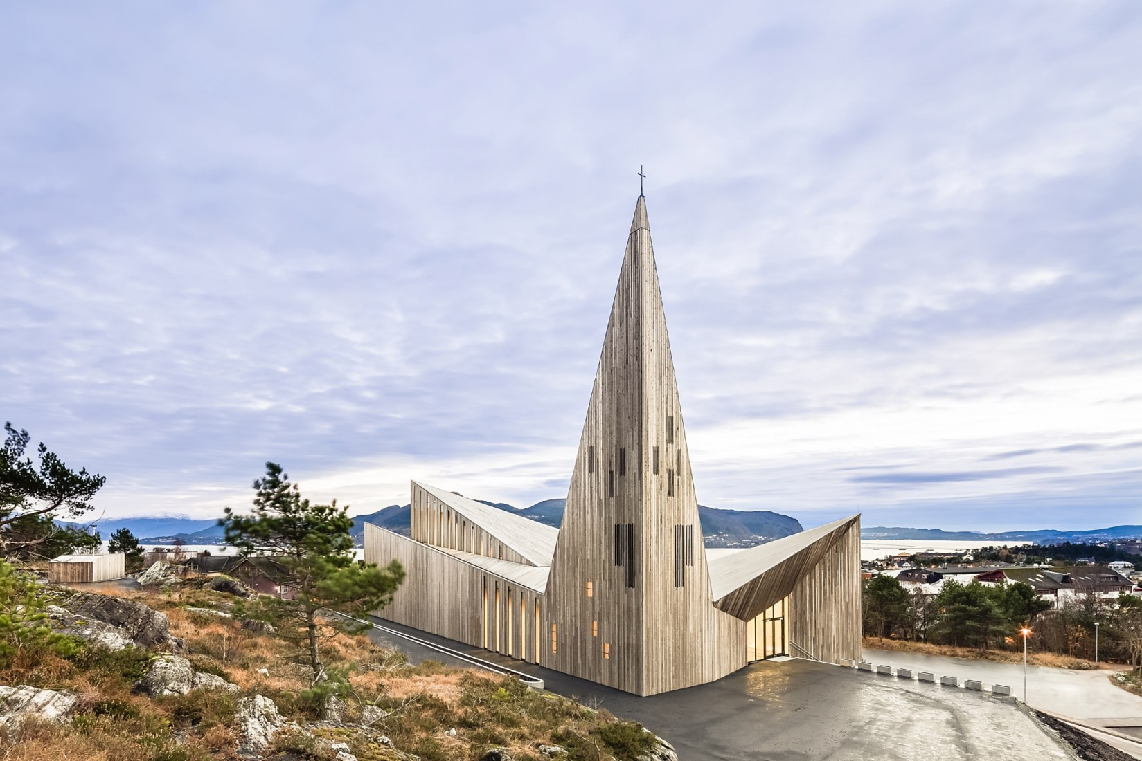 Modern Church for Knarvik comunity by Reiulf Ramstad. Photography © Reiulf Ramstad Arkitekter, Hundven Clements Photography