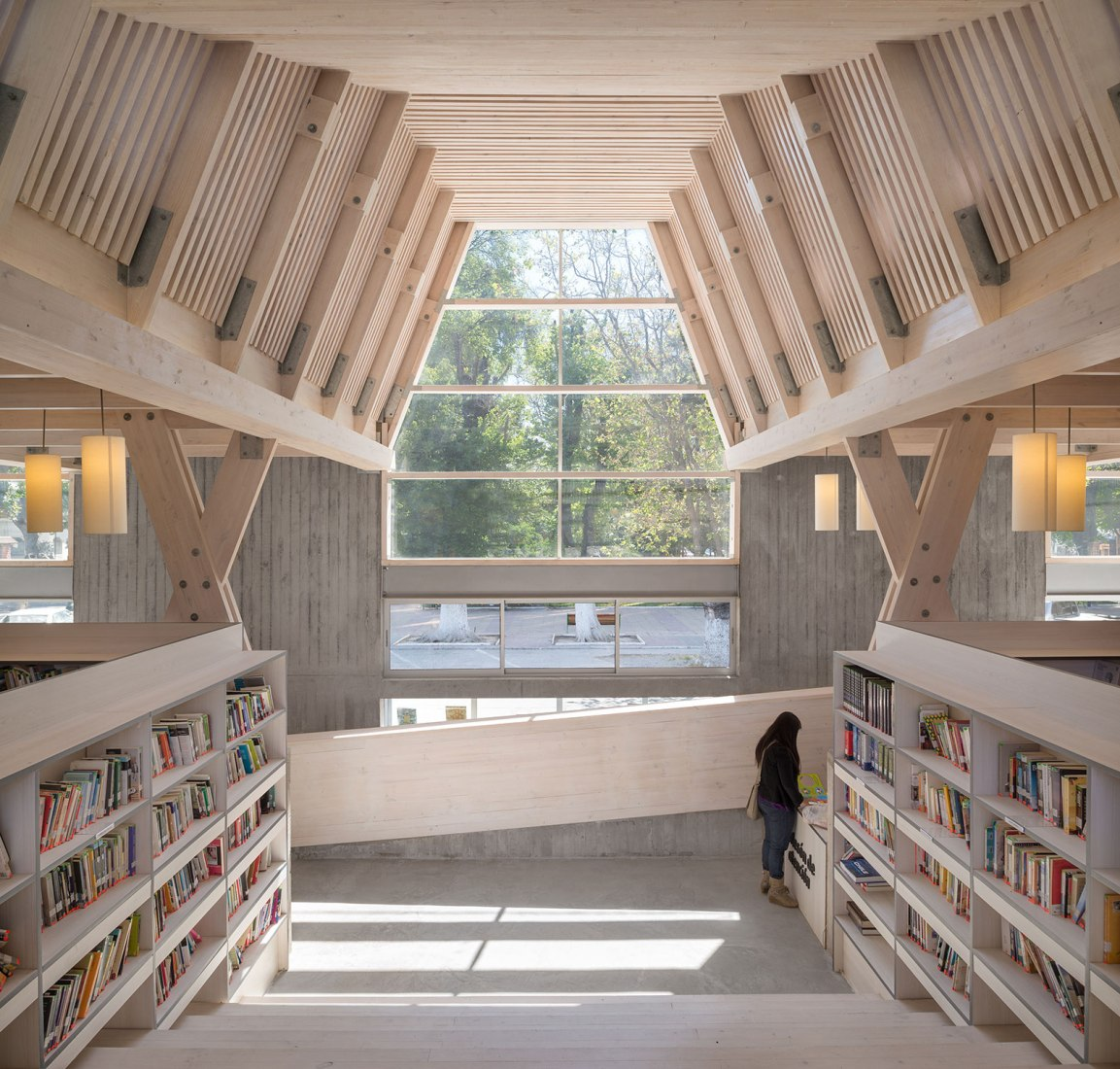 Biblioteca municipal de Constitución por Sebastián Irarrázaval. Fotografía por Felipe Díaz Contardo.