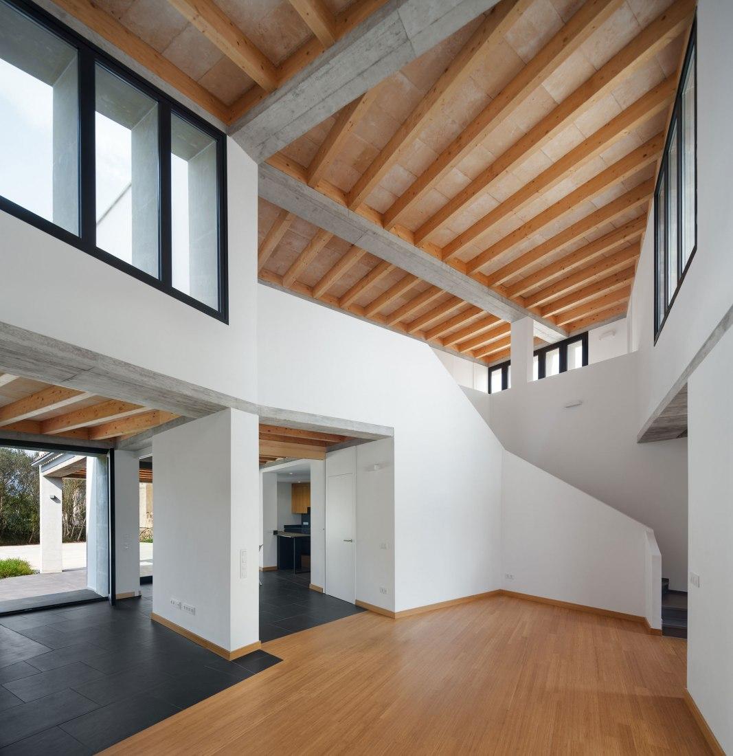 Casa MM por Salvà Ortín Arquitectes. Fotografía por Pol Viladoms Claverol