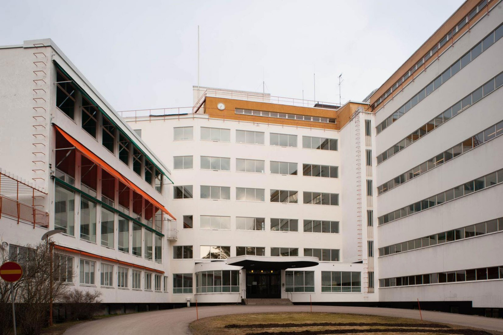 Vista exterior. Sanatorio Paimio por Alvar Aalto, 1933, Situado en Paimio, Finlandia. Imagen: Leon/Flickr