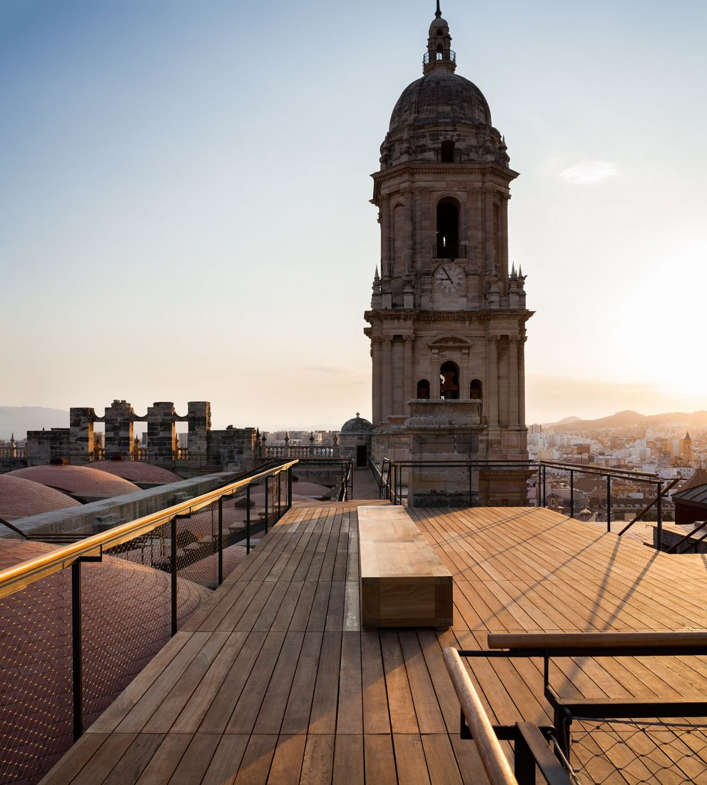 Malaga Cathedral roof access by Sánchez La Chica + de la Torre Prieto + Ruiz Cabrero. Photograph by Lluis Casals.