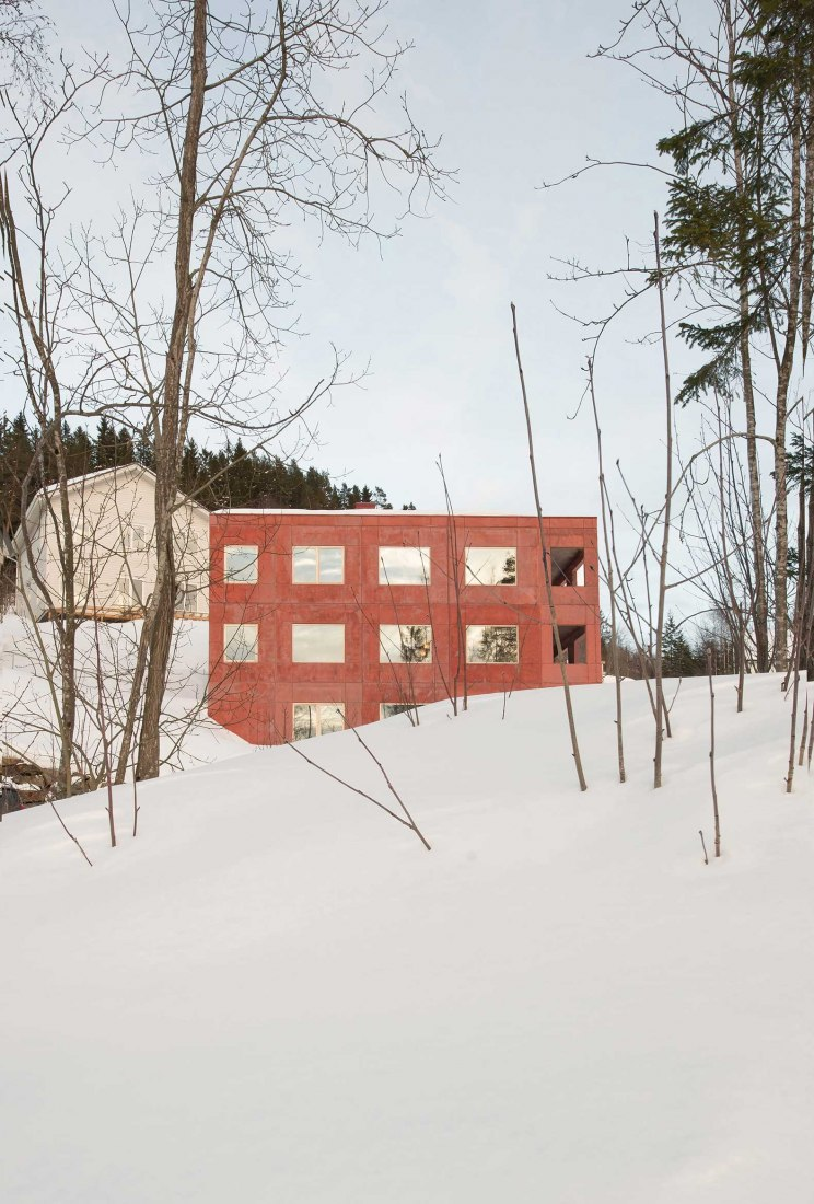 Red concrete house by Sanden + Hodnekvam Architects. Photograph by Sanden + Hodnekvam Architects