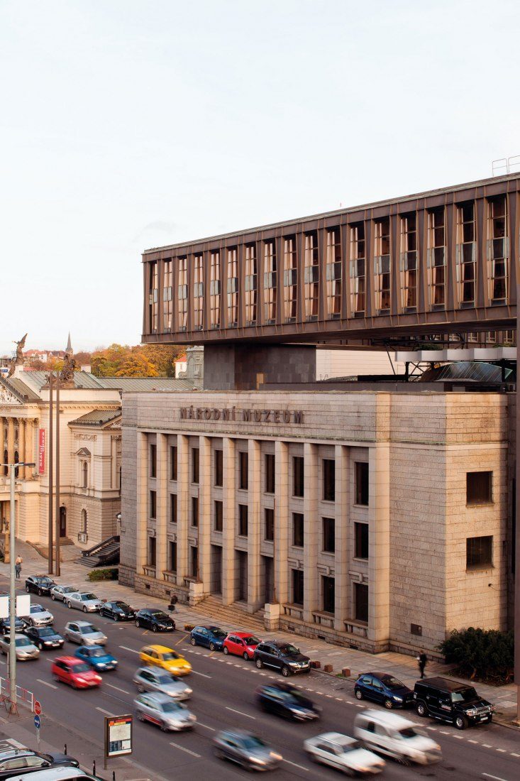 Edificio de la asamblea federal por Karel Prager, Jiří Kadeřábek, Jiří Albrecht, 1966-1973. Fotografía por Tomáš Souček.