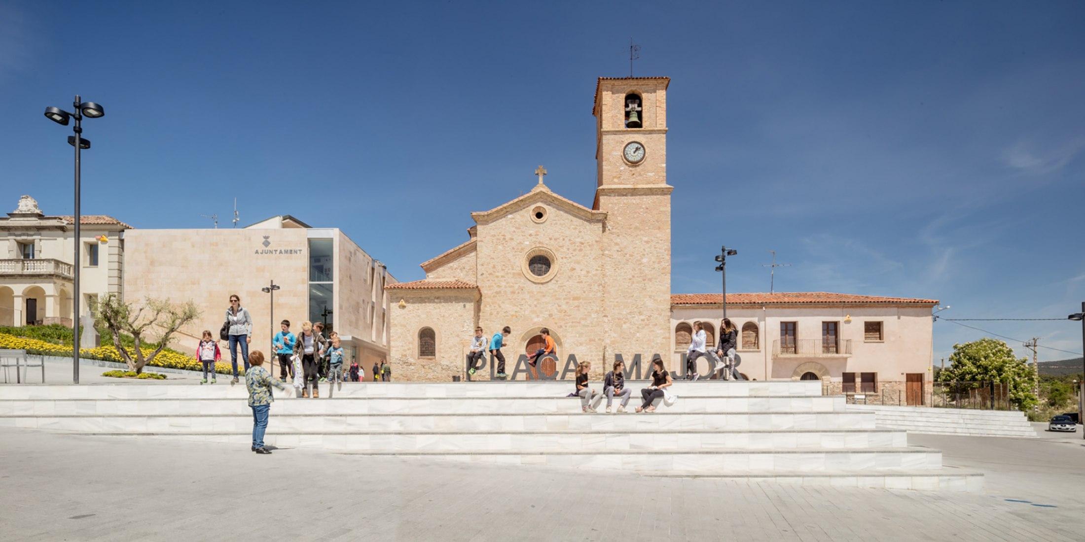 Renovation of Ódena's Plaza Mayor by SCOB. Photograph by Adrià Goula