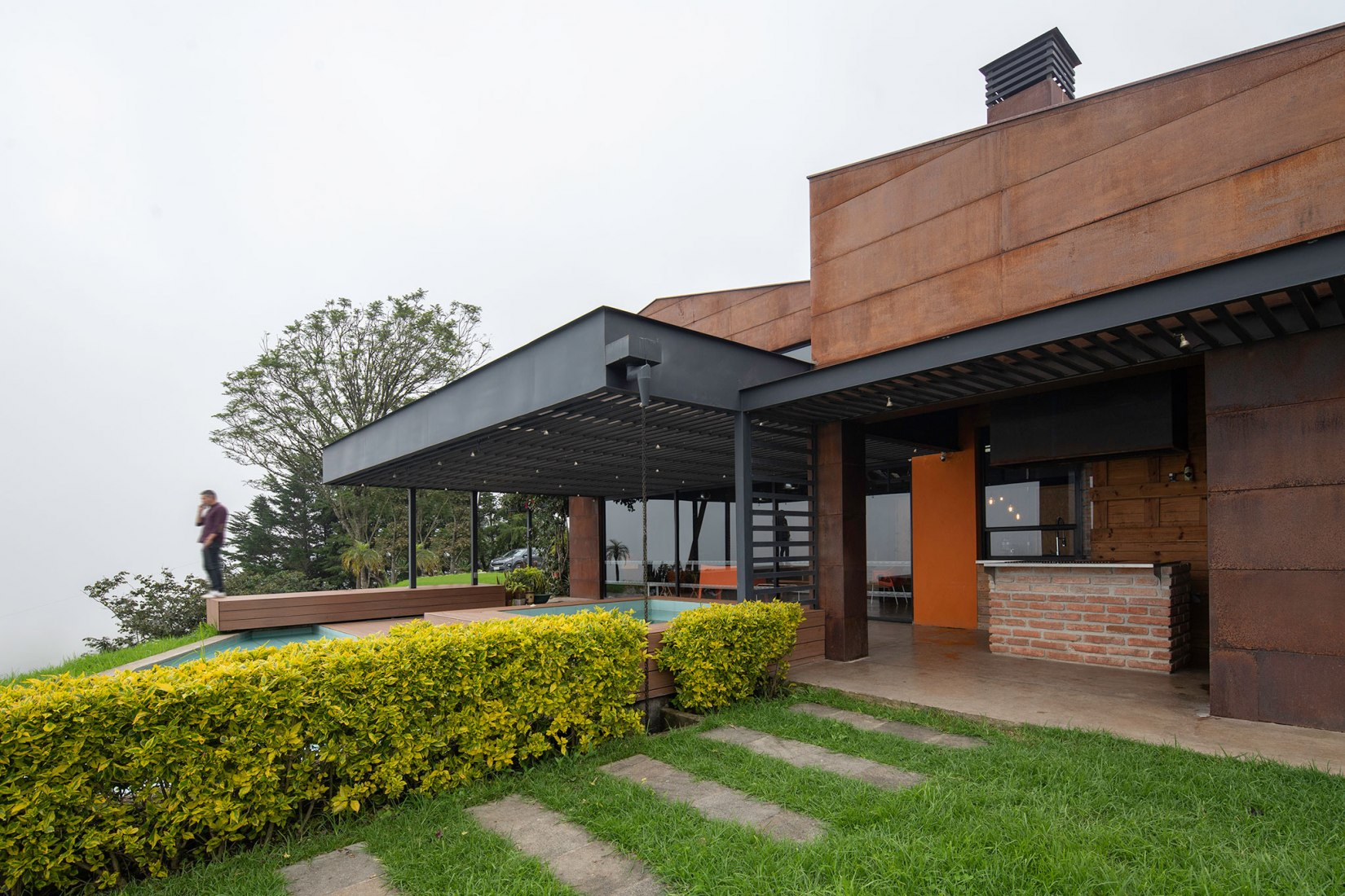 Casa Galpón por Sebastián Mora Arquitecto. Fotografía por Nicolás Provoste Fotografía
