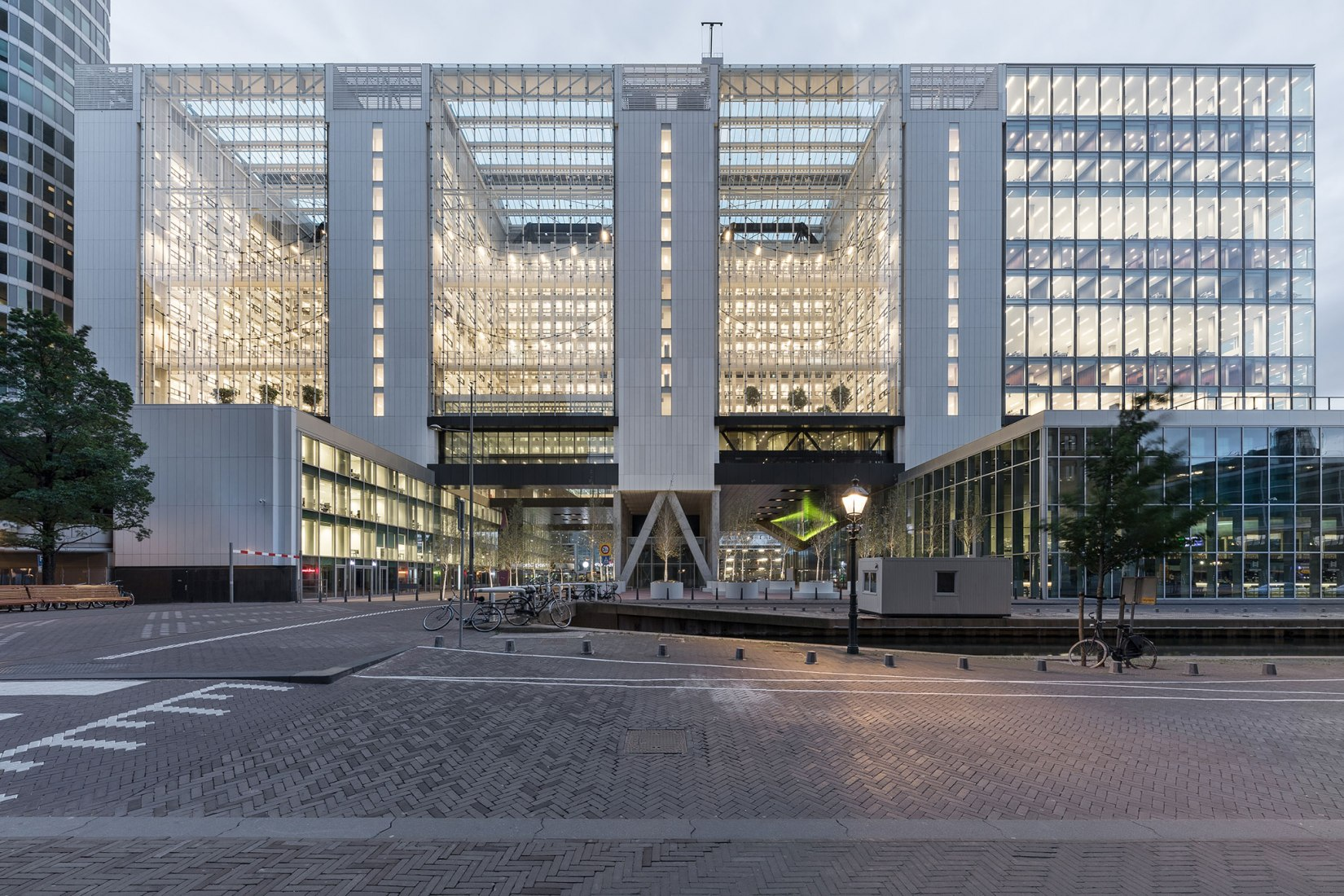 Exterior view access. Rijnstraat 8 by OMA. Photograph by Delfino Sisto Legnani and Marco Cappelletti, courtesy of OMA.