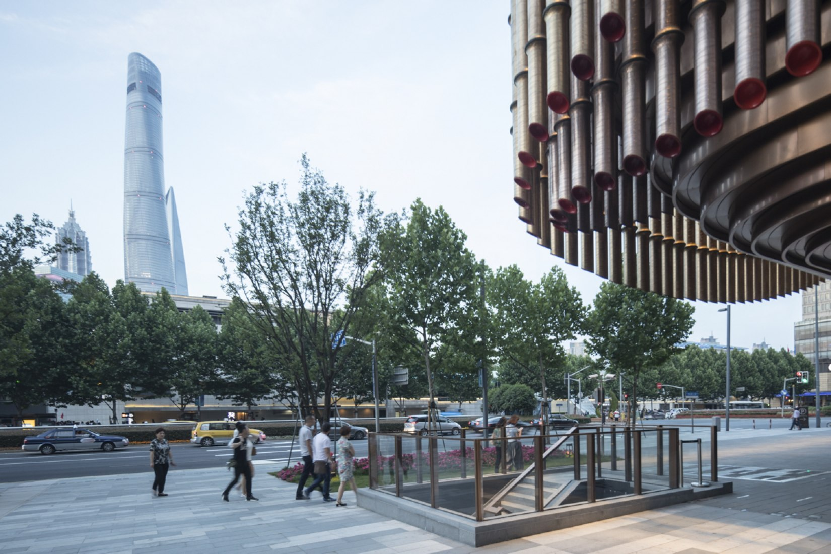 Fosun FFosun Foundation and Bund Finance Centre by Heatherwick Studio & Foster + Partners. Photograph © Laurian Ghinitoiuoundation y Bund Finance Centre por Heatherwick Studio y Foster + Partners. Fotografía © Laurian Ghinitoiu