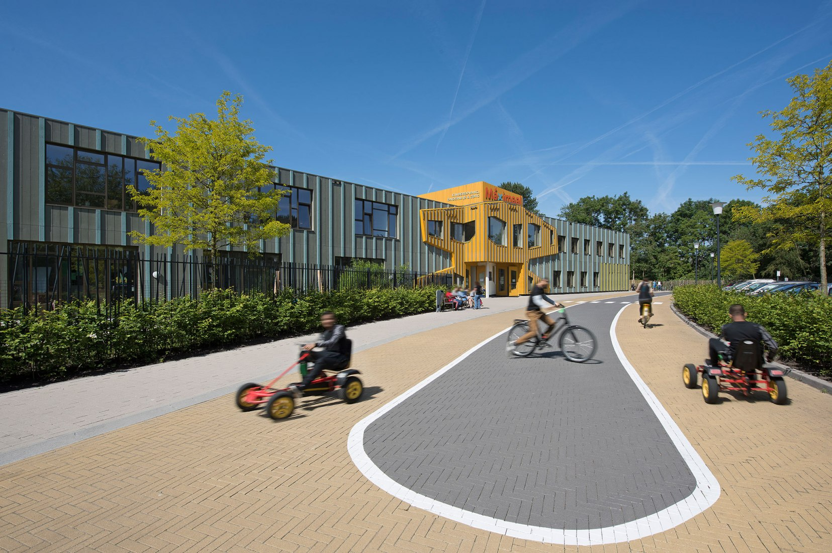 Vista exterior. MAXIMAAL, Centro de educación y atención infantil por Simone Drost Architecture. Fotografía © Roos Aldershoff