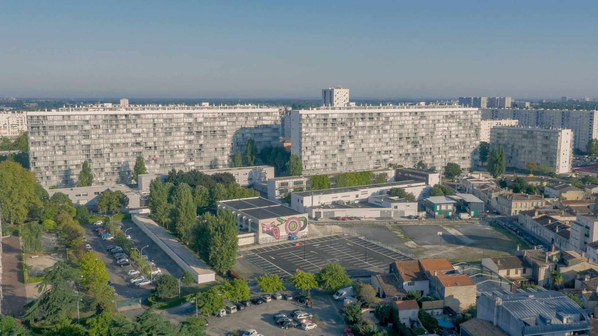 Vista general. Transformación de 530 viviendas, blocques G, H, I, por Lacaton & Vassal con Frédéric Druot y Christophe Hutin. Fotografía © Aquitanis