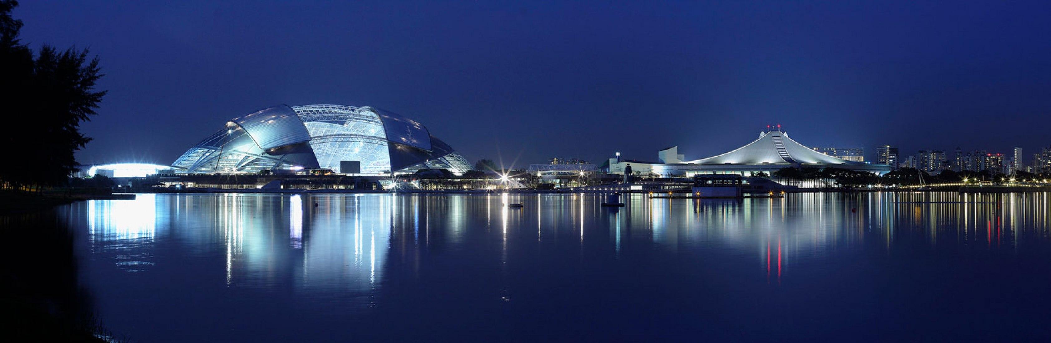 Vista nocturna. Estadio Nacional de Singapur por ARUP Associates. Imagen © Franklin Kwan.
