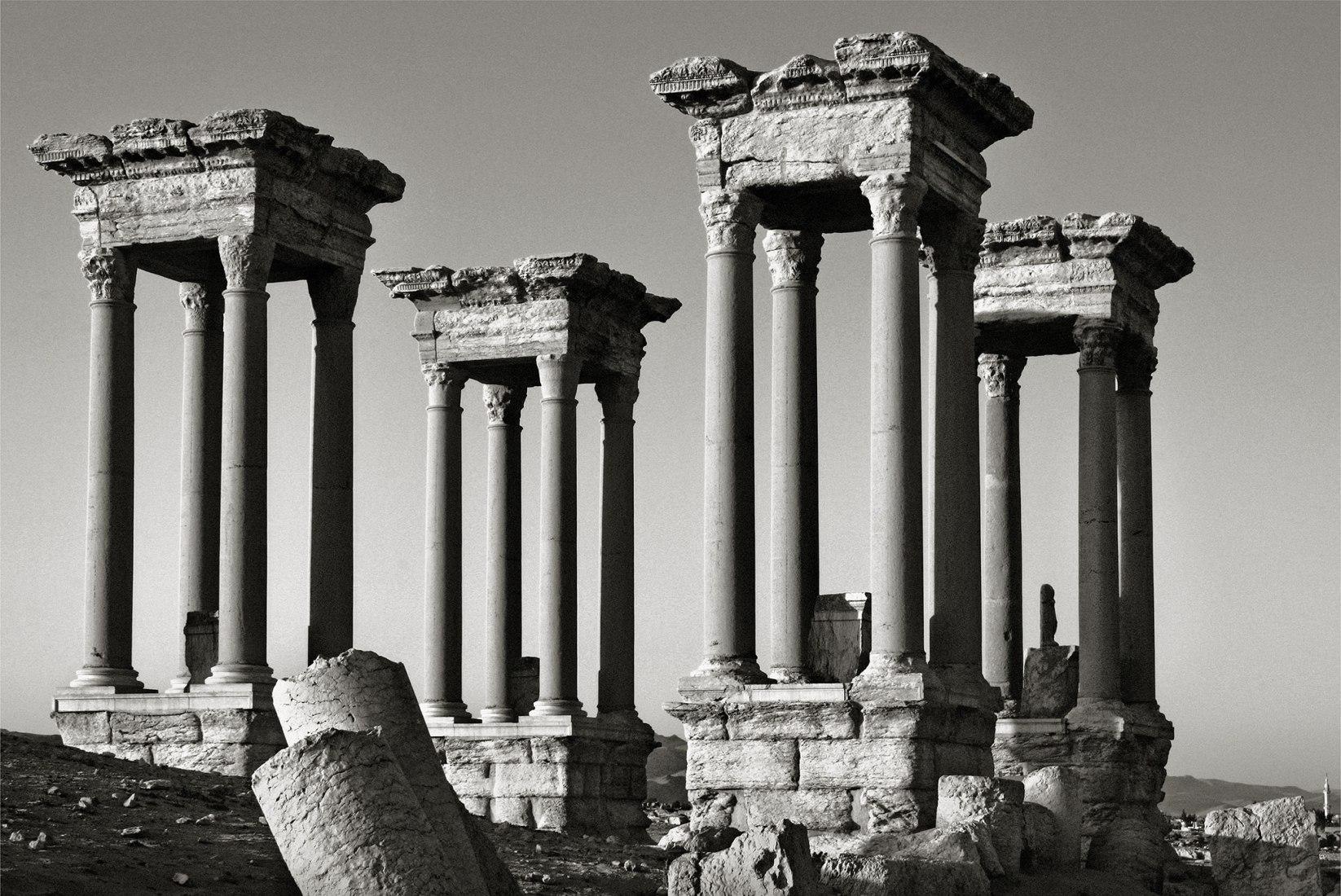 Palmira 1. Syria, an exhibition by Pío Cabanillas. Image courtesy of La Fábrica