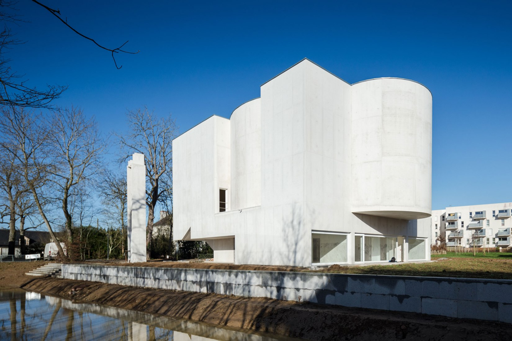 Exterior view. Álvaro Siza designs the Saint-Jacques-de-la-Lande church. Photograph © Joao Morgado