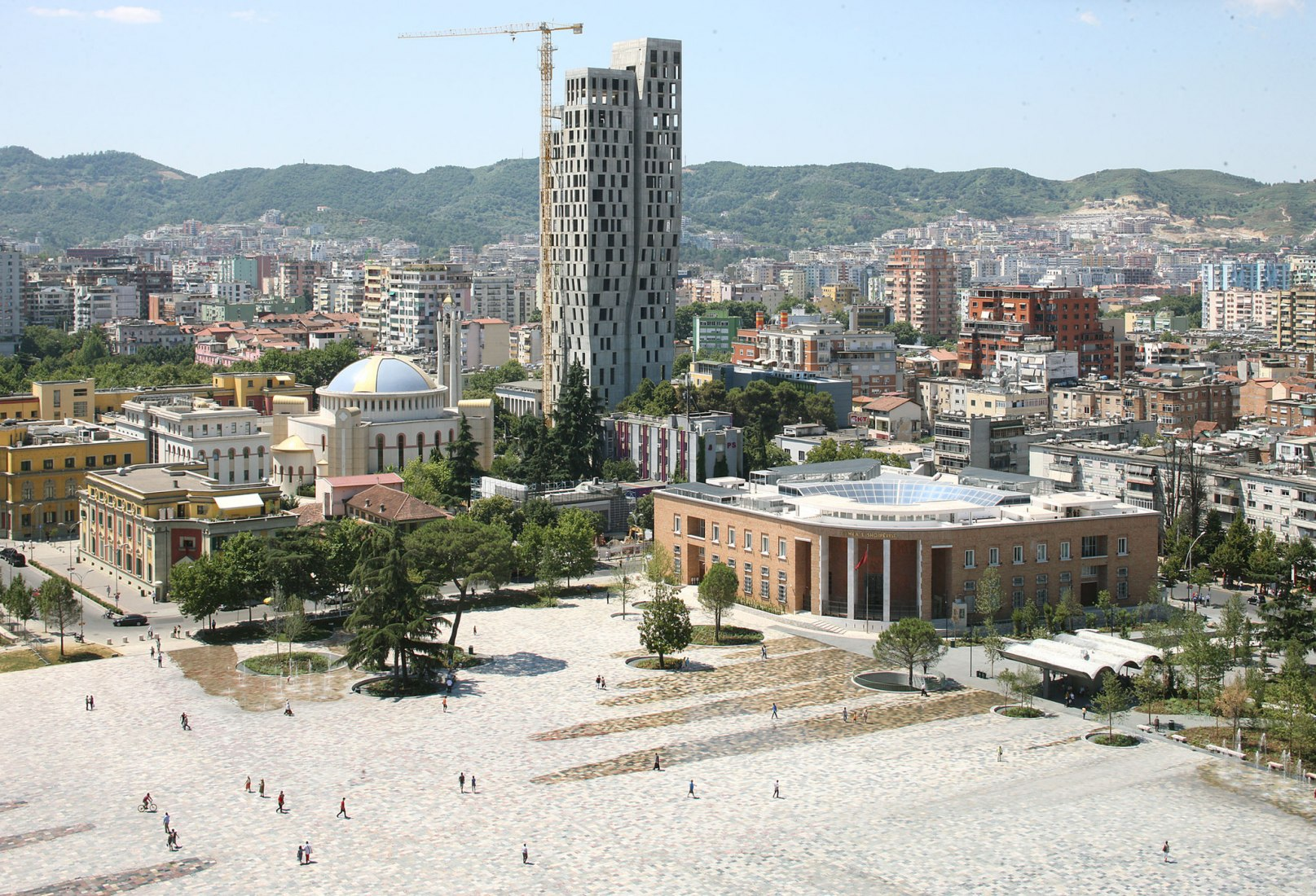 Plaza Skanderbeg por 51N4E. Fotografía por Filip Dujardin.