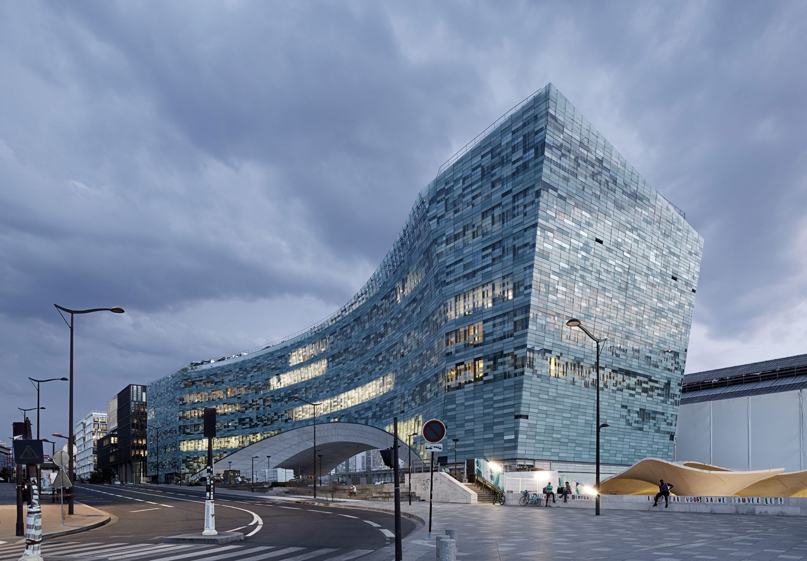 Le Monde Group headquarters por Snøhetta. Fotografía por Marwan Harmouche
