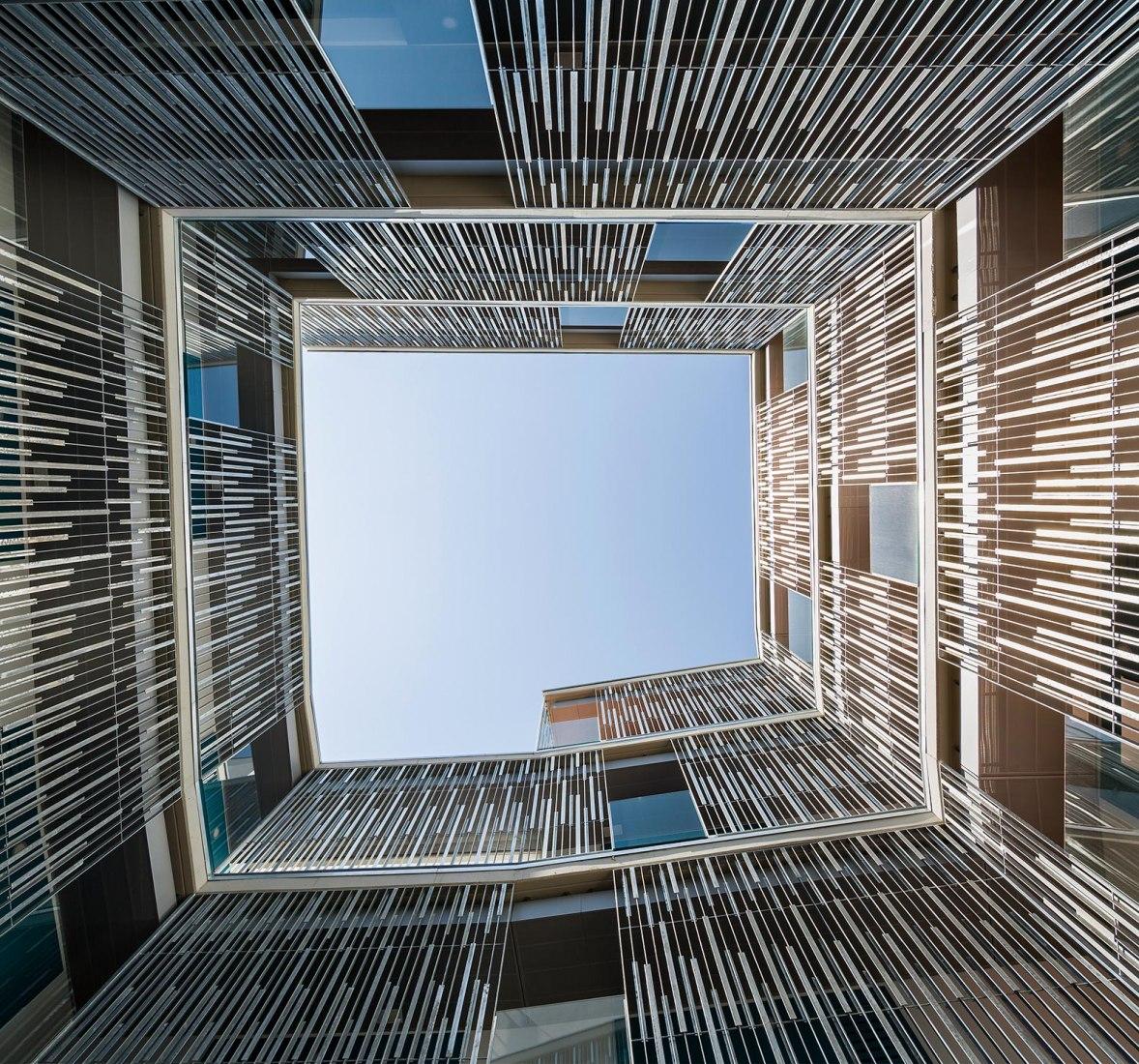 Edificio de Viviendas sociales en Can Batlló por Espinet/Ubach. Fotografía por Pedro Pegenaute
