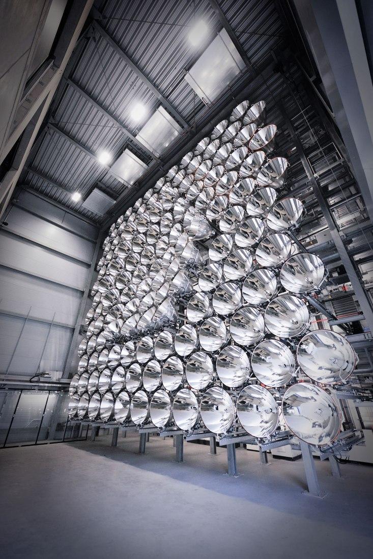 Retícula de 15m de altura de la que sobresalen 149 radiadores. Imagen cortesía de DLR / M. Hauschild