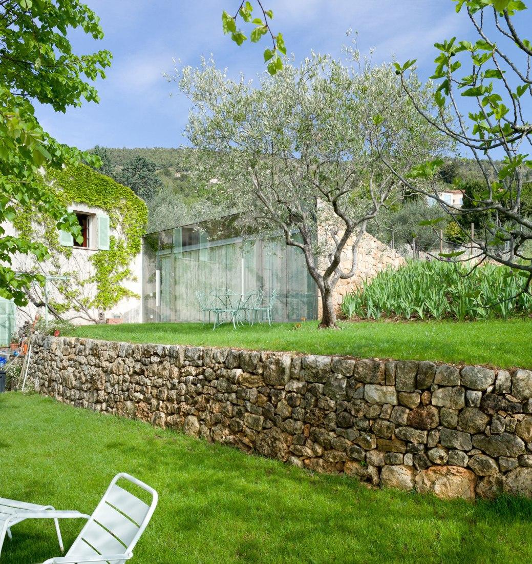 Vista de las terrazas. Ampliación Casa SPE por ELLENA MEHL Architects. Fotografía © Hervé ELLENA