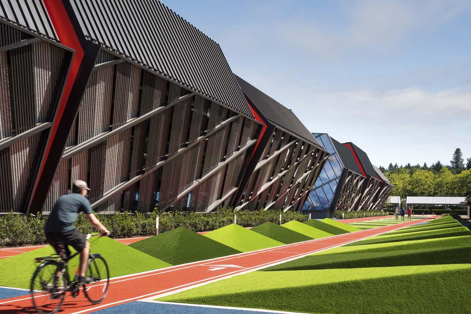 LA Garage en la sede mundial de Nike por SRG Partnership. Fotografía por Andrew Pogue