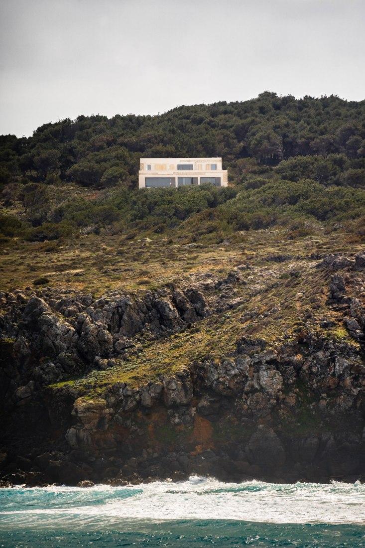 Stone House por Nomo Studio. Fotografía por Joan Guillamat.