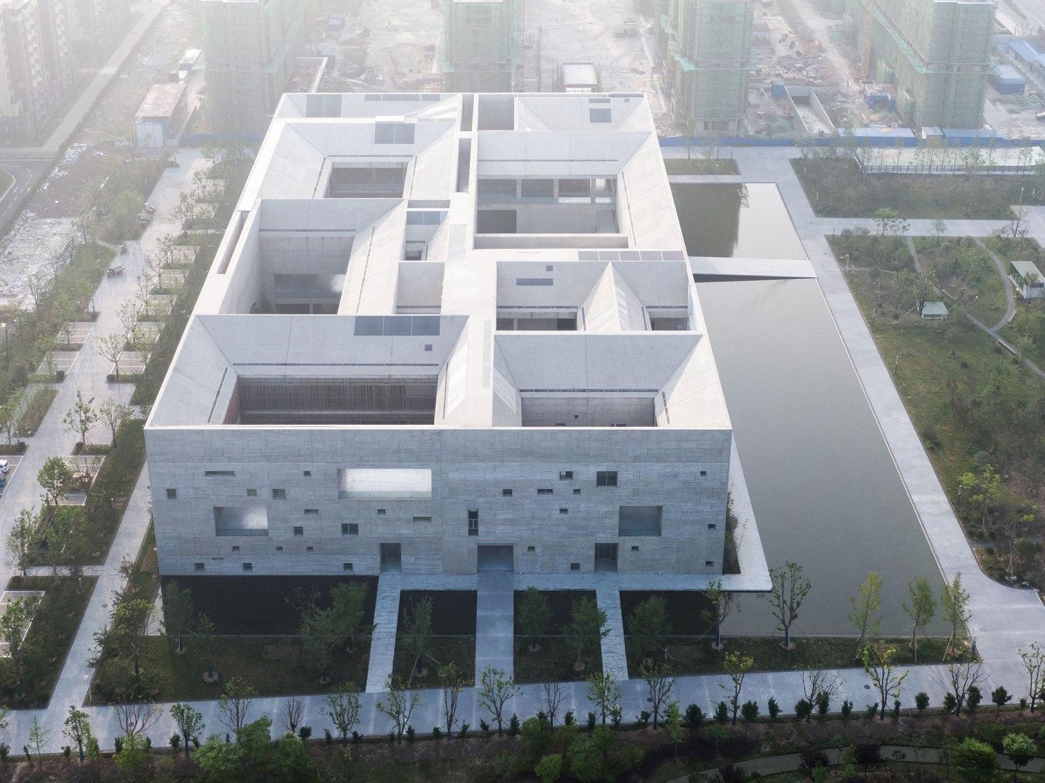 Vista aérea. Centro de Cultura y Arte del Condado de Shou por Studio Zhu-Pei. Fotografía por Schran ImagesVista aerea. Centro de Cultura y Arte del Condado de Shou por Studio Zhu-Pei. Fotografía por Schran Images