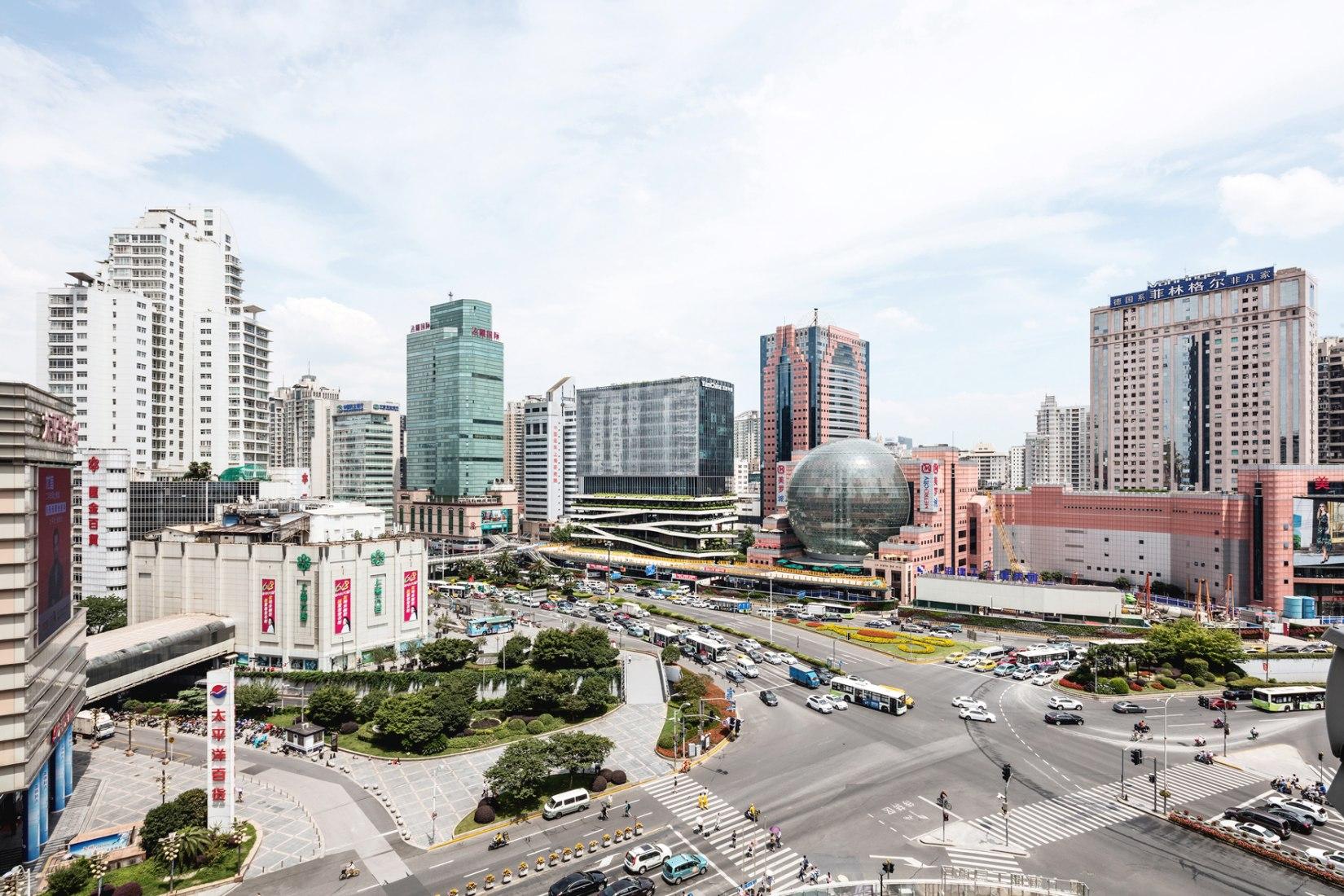 T20 en Xujiahui por Jacques Ferrier Architecture y Sensual City Studio. Fotografía por Luc Boegly.