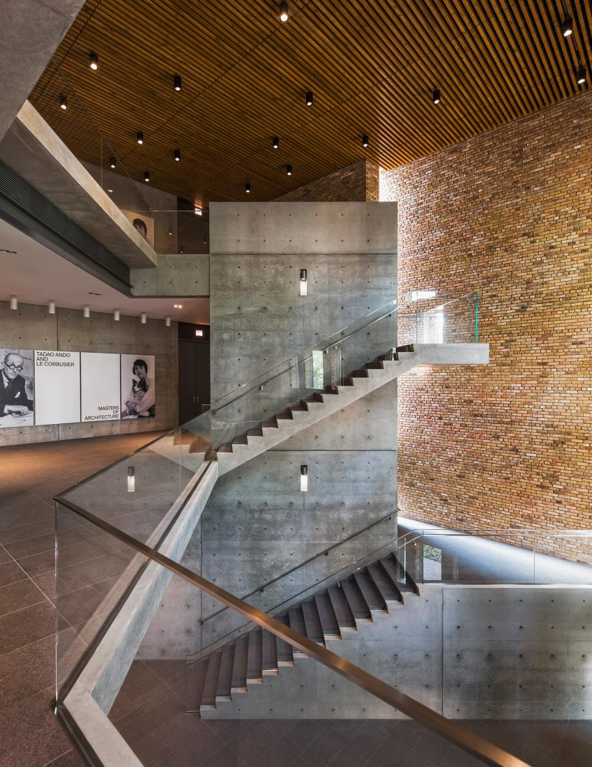 Hall and staircase. Wrightwood 659, Chicago, IL. A new exhibition space designed by Tadao Ando. © Jeff Goldberg/Esto