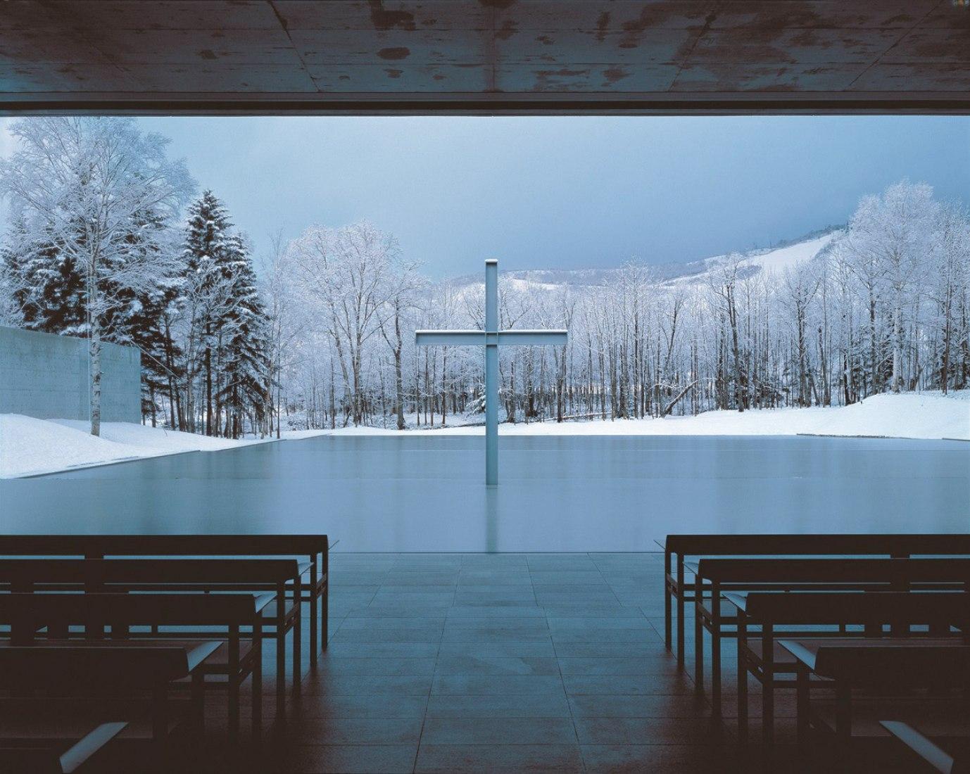 Iglesia en el agua (1988) Yufutsu-gun, Hokkaido. Fotografía por Yoshio Shiratori. Cortesía de The National Art Center Tokyo.