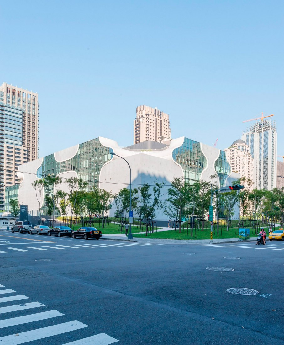Vista exterior. Metropolitan Opera House de Taichung por Toyo Ito. Fotografía © Lucas K Doolan.