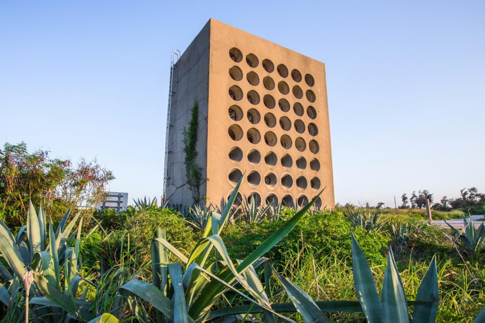 Una torre de altavoces en la estación de transmisión Beishan. Cortesía del Departamento de Turismo, Gobierno del Condado de Kinmen
