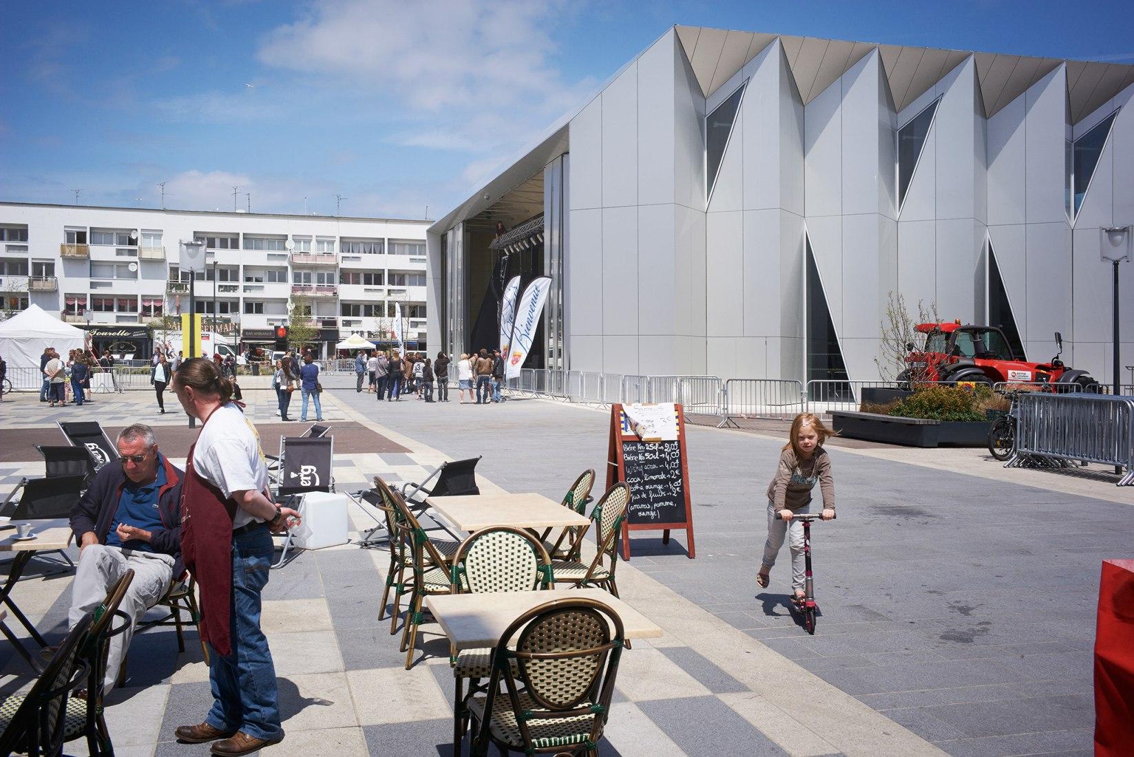 The Multi-Purpose Hall in Calais by TANK Architectes. Photograph © Julien Lanoo