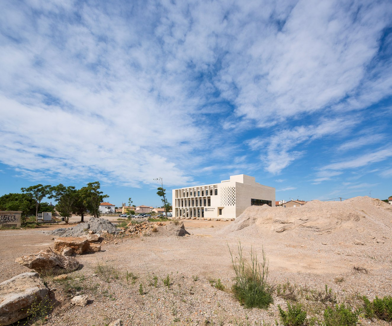 Biblioteca multimedia de Montaigne por TAUTEM architecture y BMC2 Architectes. Fotografía por Luc Boegly