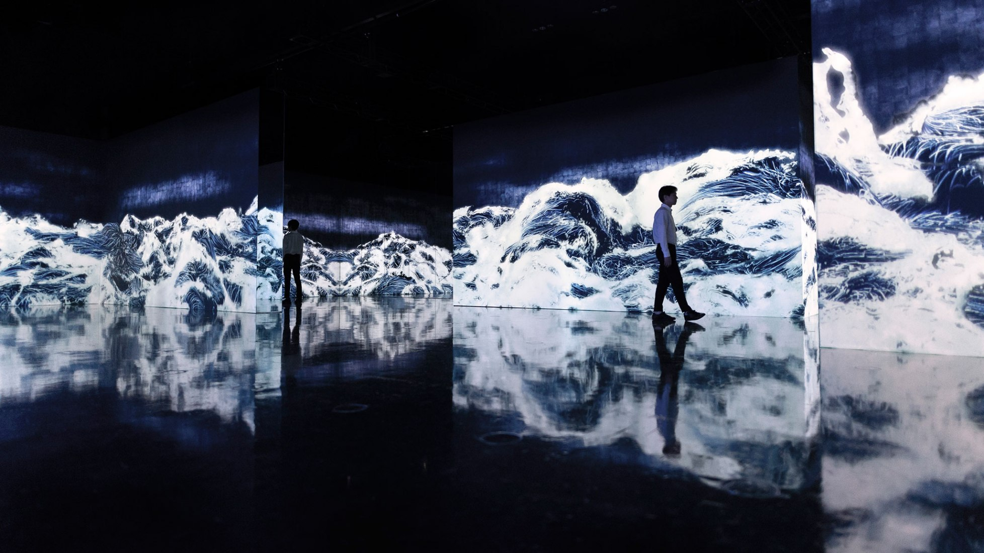 teamLab, Black Waves: Lost, Immersed and Reborn , 2019, Digital Installation, Continuous Loop, Sound: Hideaki Takahashi. Photograph © teamLab, courtesy Pace Gallery