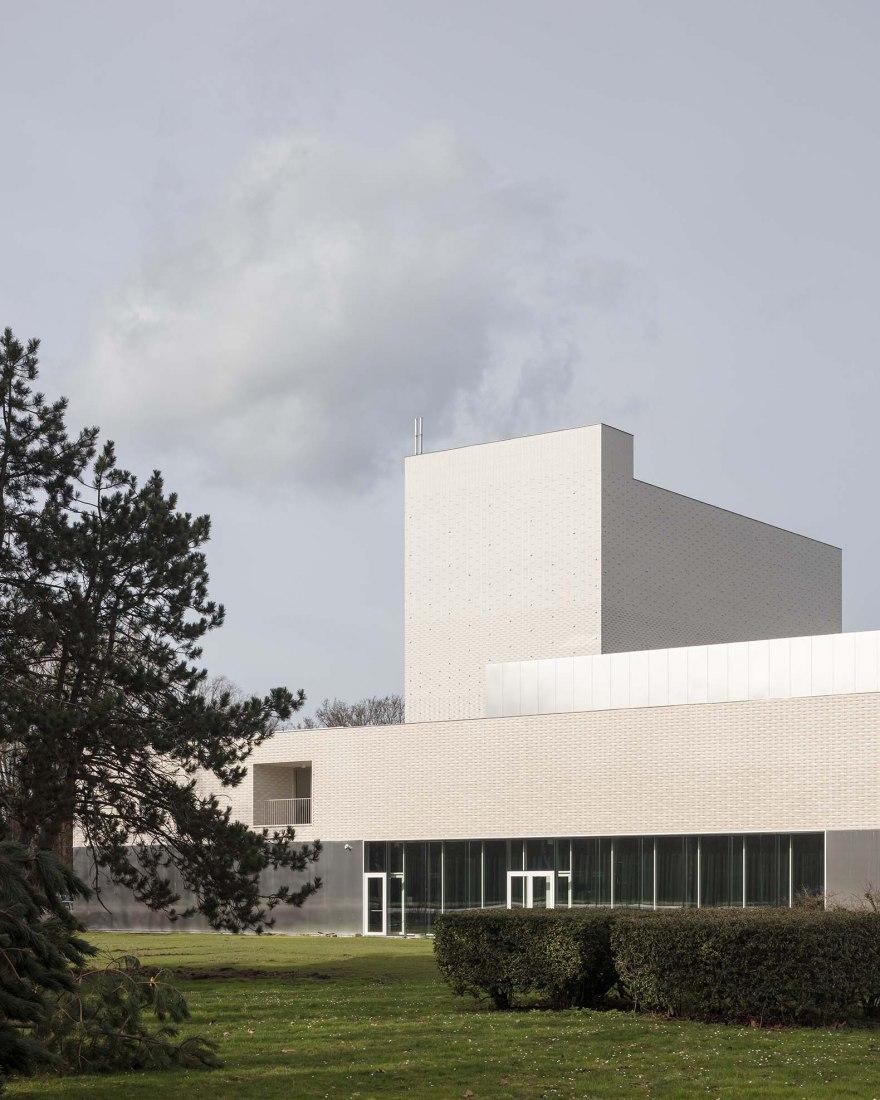 Teatro Leietheater Deinze por TRANS architectuur I stedenbouw & V+. Fotografía por Stijn Bollaert
