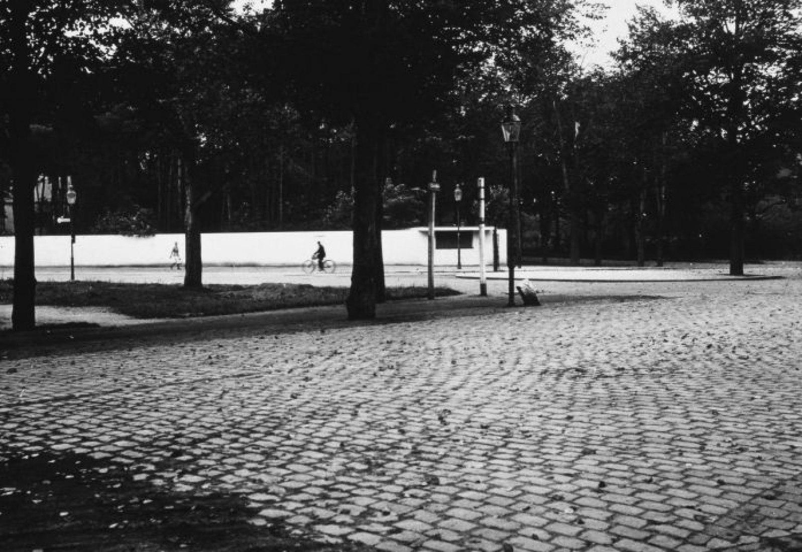 Ludwig Mies van der Rohe (Proyecto) / Fritz Schreiber (Foto), Quiosco de bebidas, Dessau 1932 Fundación Bauhaus Dessau