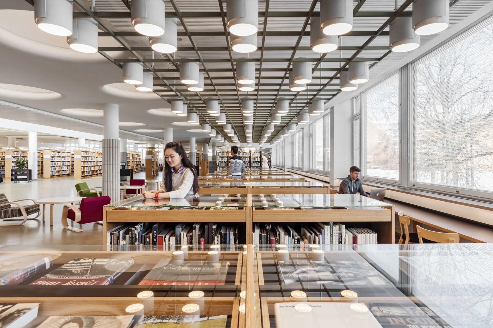 Renovación interior de la Biblioteca de la Universidad Aalto, Centro de Aprendizaje Harald Herlin por JKMM. Fotografía © Tuomas Uusheimon
