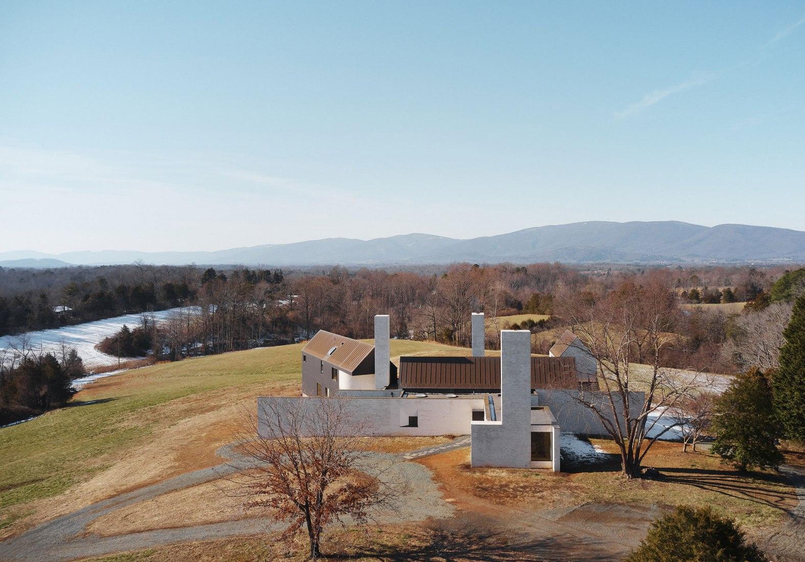 Casa de las tres chimeneas por TW Ryan Architecture. Fotografía por Joe Fletcher