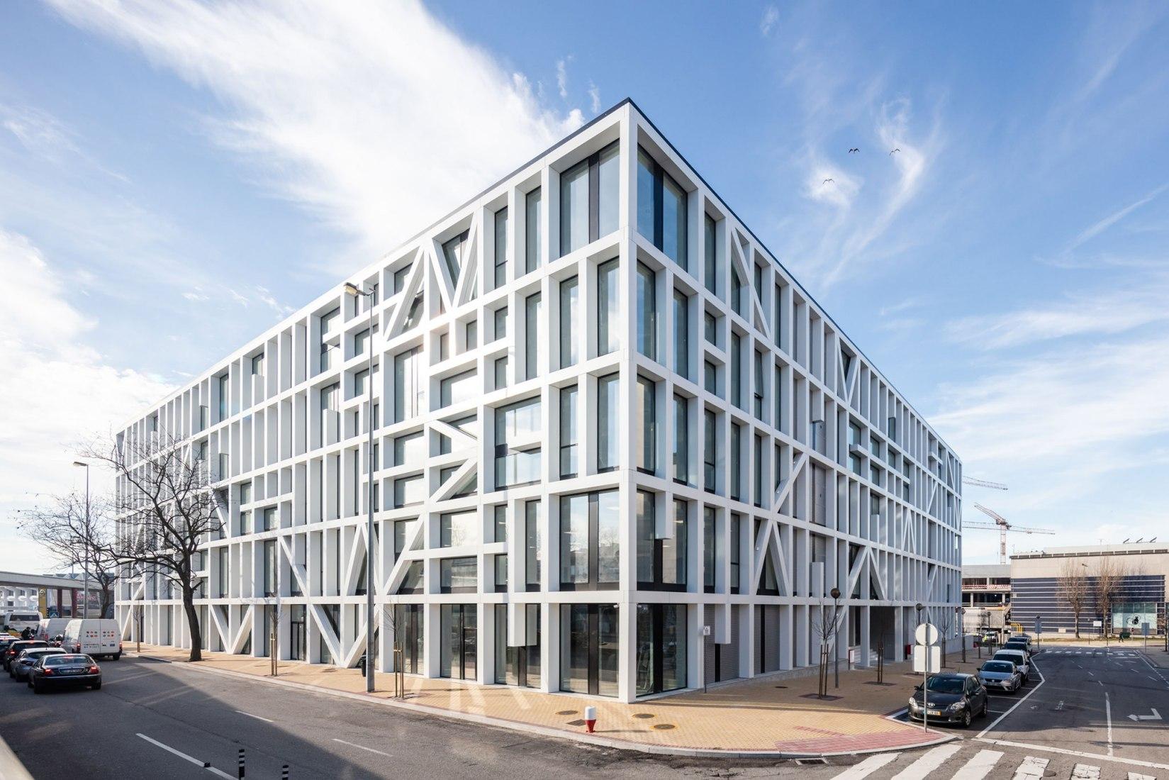 Urbo Business Centre by Nuno Capa Arquitecto. Photograph by Joao Morgado Architecture Photography.