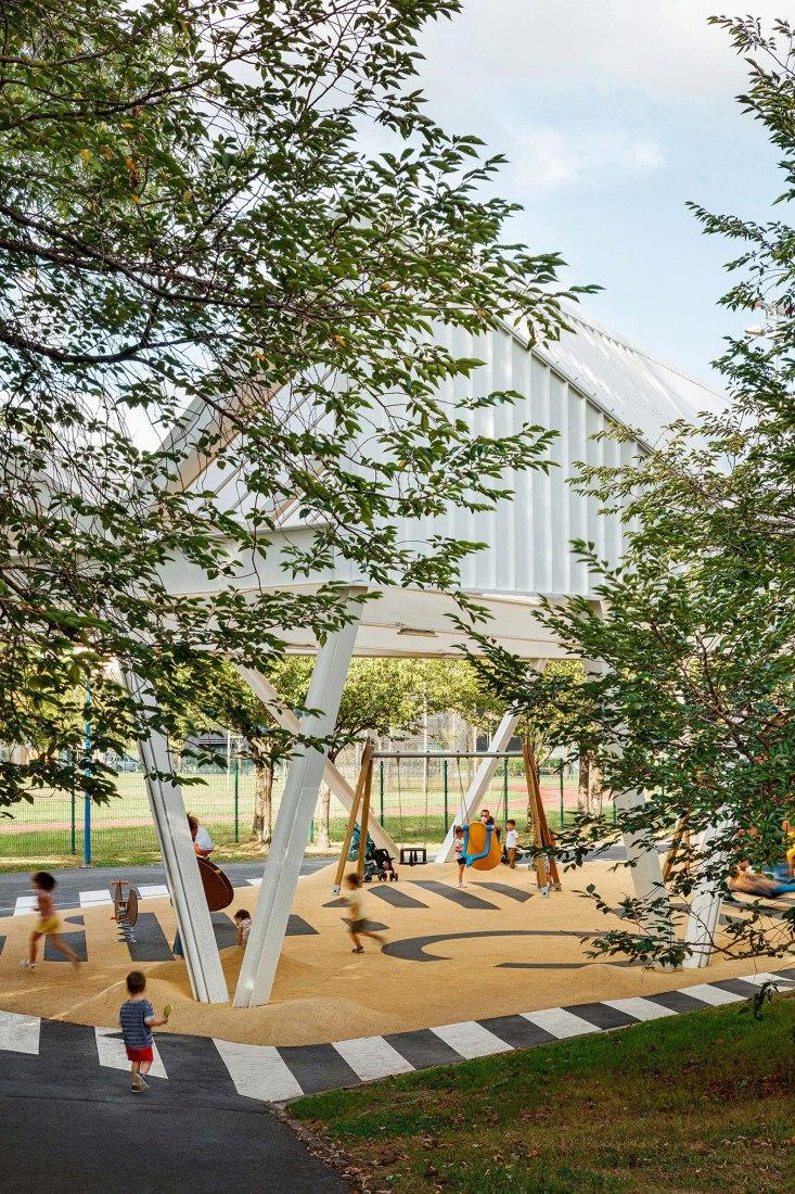 Roof and rearrangement of the Antziola Berri park by VAUMM arquitectura. Photograph by Aitor Estévez