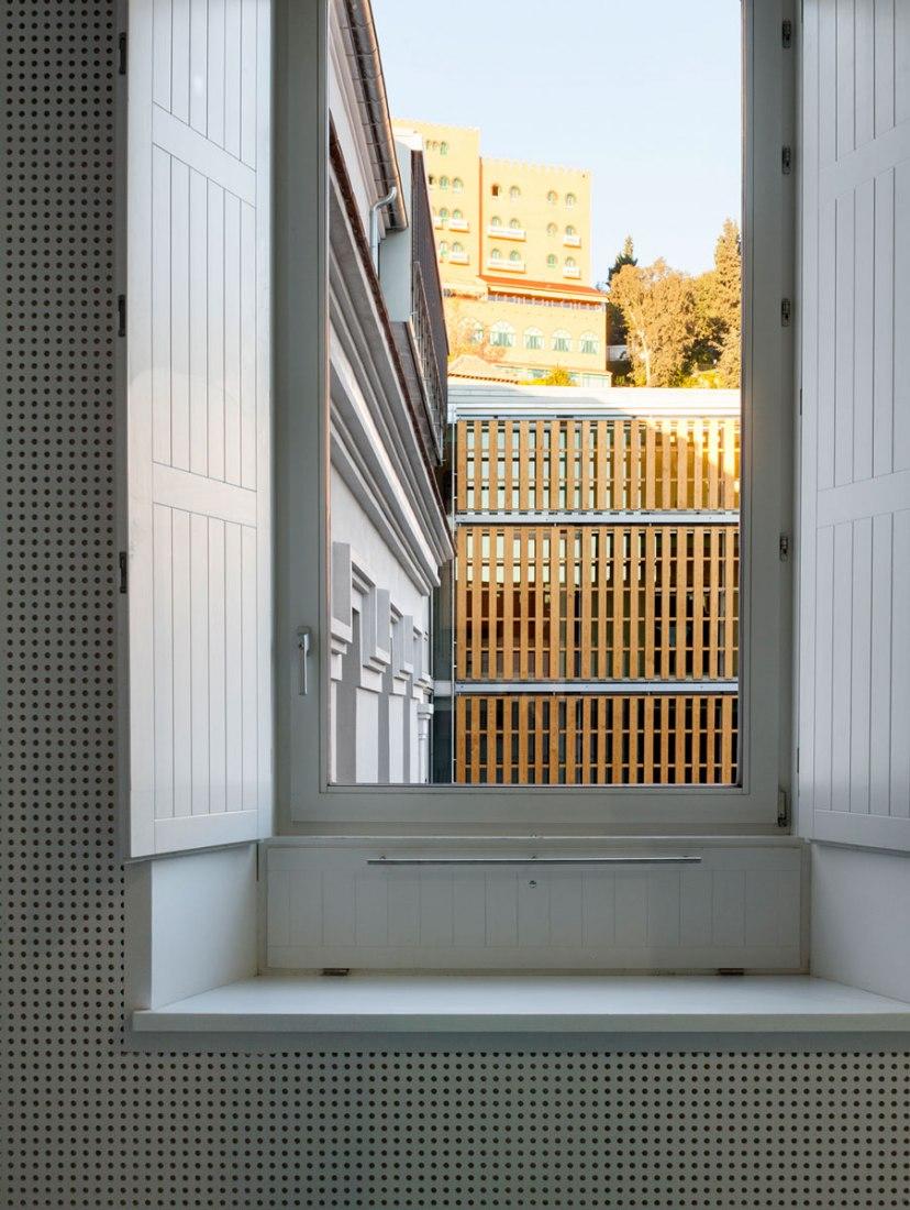 Reconversión del antiguo Hospital Militar para la Escuela Técnica Superior de Arquitectura de Granada realizada por Víctor López Cotelo. Fotografía © Lluís Casals.