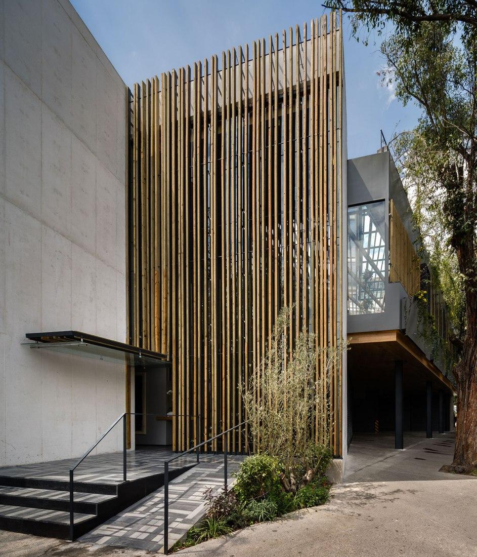 Vista exterior, entrada. Restaurante Piedra Sal por VGZ Architecture. Fotografía © Rafael Gamo, Jaime Navarro