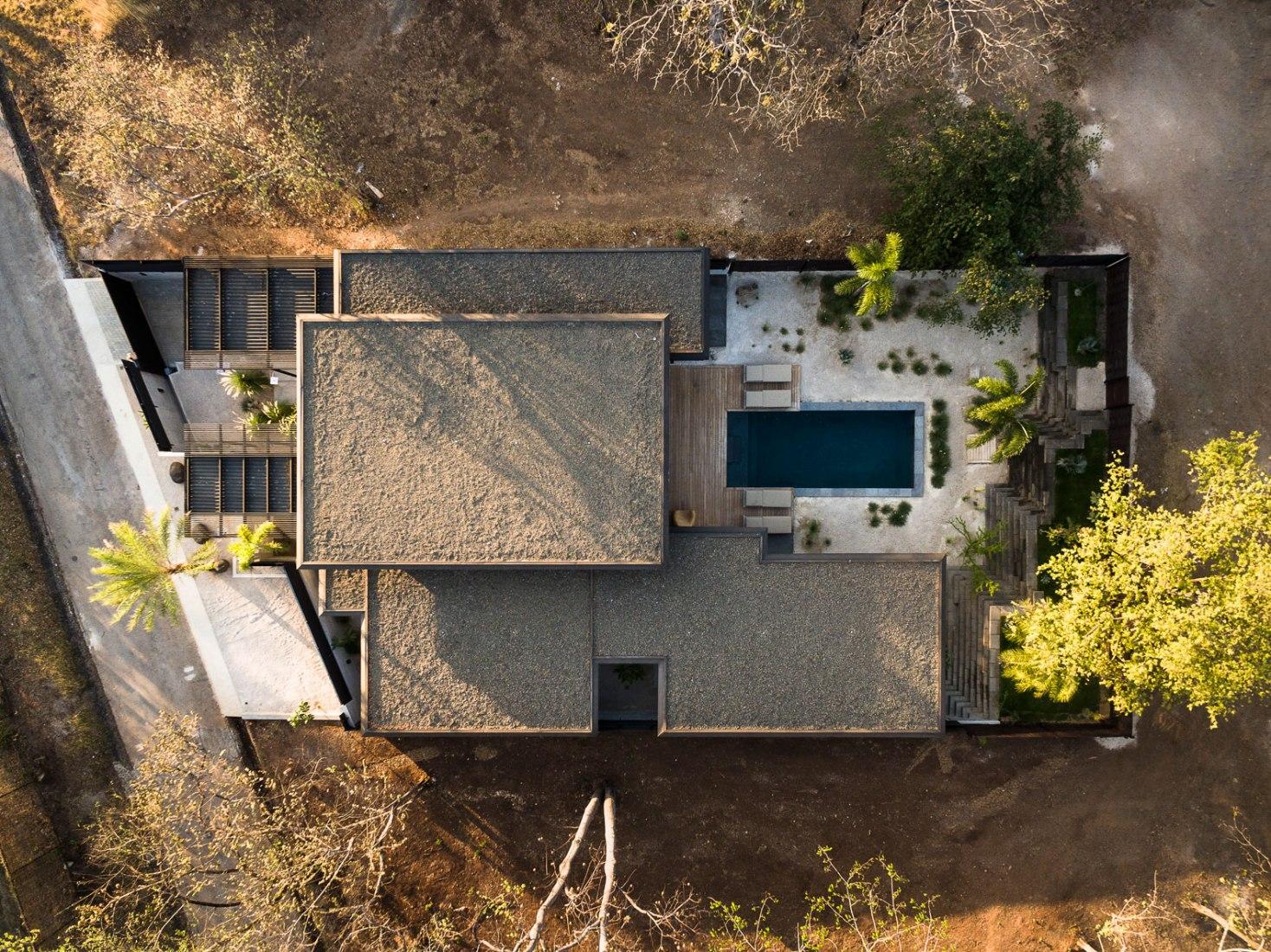 Overview. Villa Monoi by OsArq. Photograph by Fernando Alda.