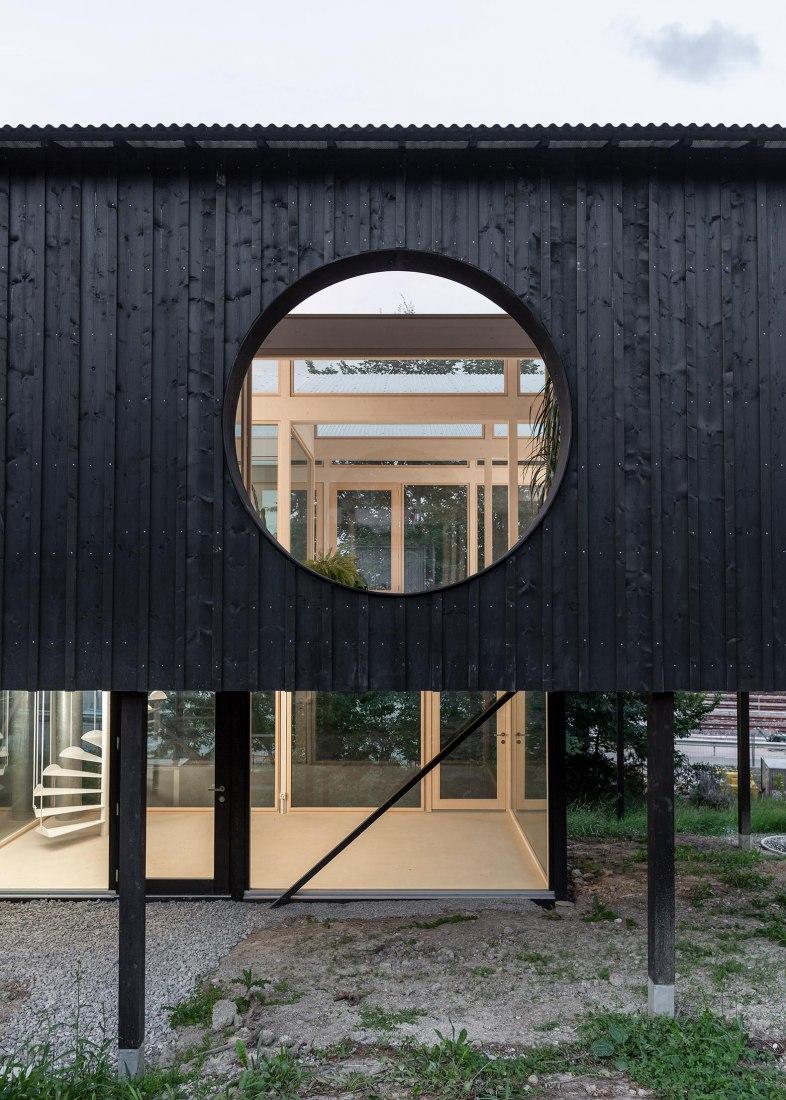 Casa CFF por Leopold Banchini Architects. Fotografía por Dylan Perrenoud